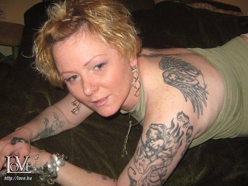 Tetoválólány társkereső