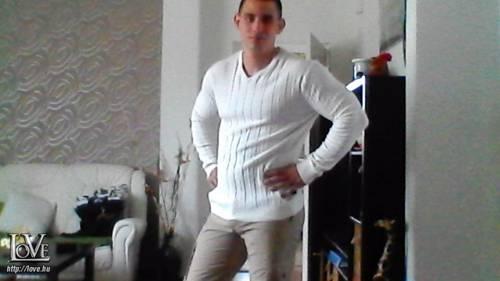 Dávid - társkereső Nagyrábé - 28 éves férfi ()
